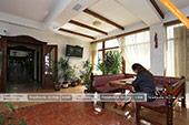 Первый зал при входе в кафе Гульсум в Феодосии
