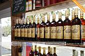 Большой выбор Массандровских вин в винном магазине в Феодосии