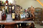 Коньяки и вина в винном магазине в Феодосии