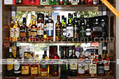 Большой выбор виски в винном магазине в Феодосии