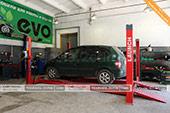 Стенд для регулировки развала-схождения на СТО EVOCar в Феодосии