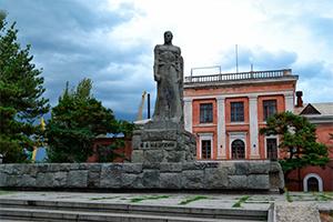 Памятник Ивану Назукину, Феодосия